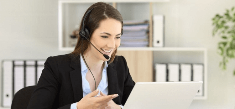 what is the difference between help desk and service desk